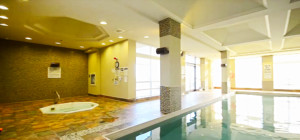 Universal Condo - 335 Rathburn Rd W - Swimming Pool