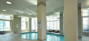 Wide Suites - 208 Enfield Place Mississauga L5B 0G8 - Indoor Pool