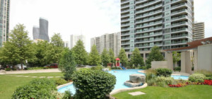 City Centre Condos - 33 Elm Drive - Outdoor Water Feature