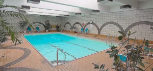 3650 Kaneff Crescent - Place IV Condos - Swimming Pool