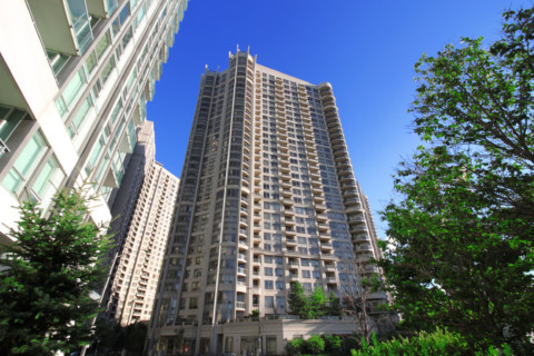 Ovation 2 - 3888 Duke of York Blvd, Mississauga, L5B 4M7 - Front Entrance from SquareOne.Condos