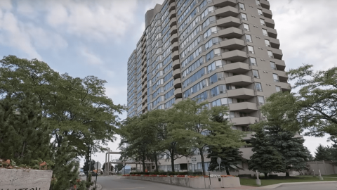 Constellation Place Condo –  700 Constellation Dr, Mississauga, L5R3G8