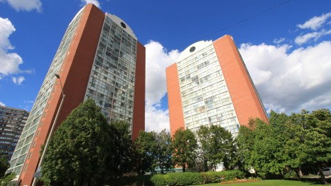 Chelsea Towers – 4205 Shipp Dr, Mississauga, L4Z2Y8